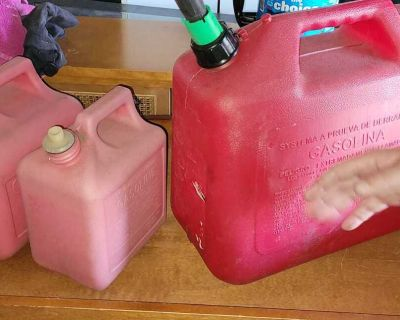 Lot of 3 gas cans.. the 2 small ones need caps, but have the spout.. the big one is missing ths end of the spout