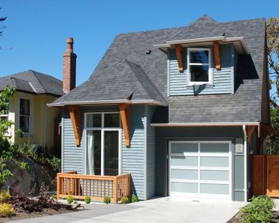 Newer Home With Stunning Ocean And Mountain Views. - Victoria