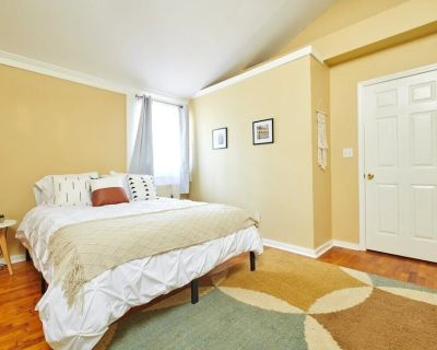 Loftium | Bright & Cozy Suite, Minutes from EAV, L5P & O4W - Candler-McAfee