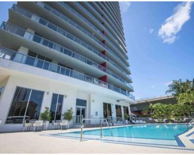 Luxury Apartment with pool, gym, and 5 min walk to the beach - Hallandale Beach