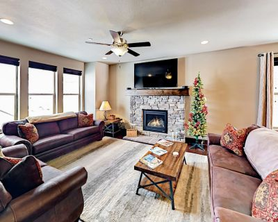 Stylish 3,100 Square Foot Townhome w/ Pool & Spa - 12 Minutes to Park City - Heber City