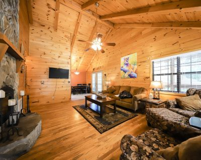 Relaxing, Dog-Friendly Cabin w/ Fast WiFi, Screened-In Deck, Gas Grill, Firepit - Mineral Bluff