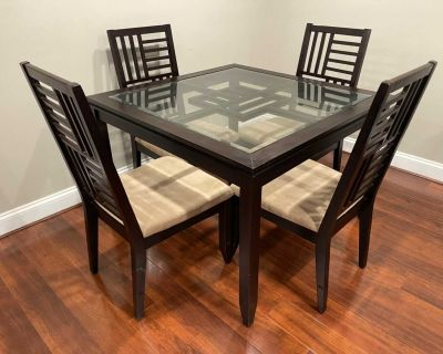 *Delivery Available* Elegant Glass & Wood Dining Room Table w/ 4 Chairs