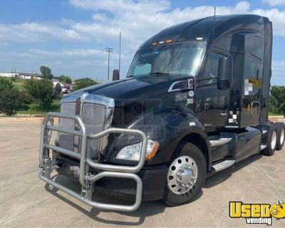 2014 Kenworth T680 Sleeper Cab Semi Truck Cummins ISX 13-Speed