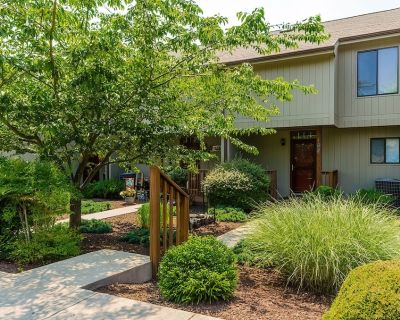 Fishhook Cluster on the Lake Townhome, 3 Decks to Enjoy the Lake View and Nature - The Woods