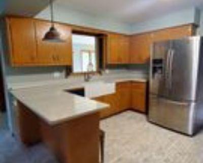 8160 S Woodridge Dr, Oak Creek, WI 53154 3 Bedroom House