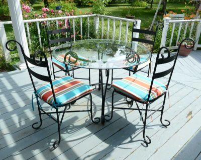Patio Table and 4 Chairs w/New Cushions!