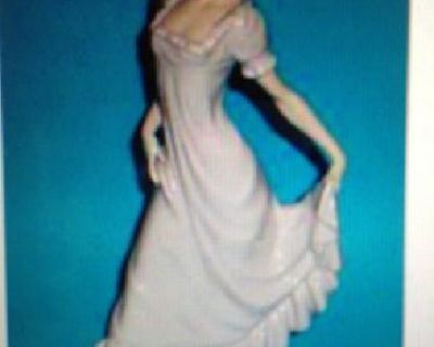 $2,200 Lladro statue figurune
