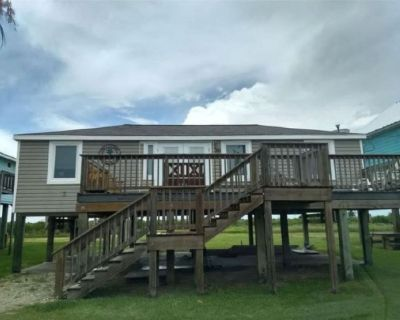 Beach and river view cottage with deck and specatuclar views. - Matagorda