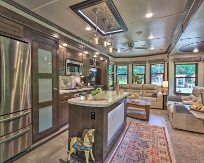 NEW! Luxe Park Model RV w/ Outdoor Entertainment! - Ennice