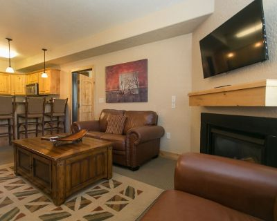 Massive condo with breathtaking views and rustic furnishings - Park City