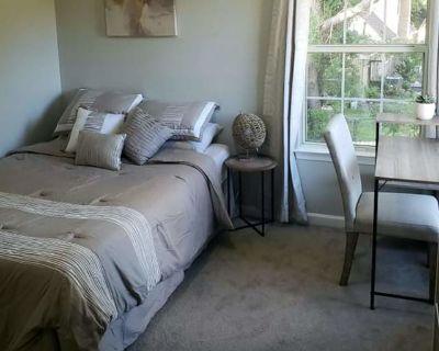 Private room with own bathroom - Hampton , VA 23666