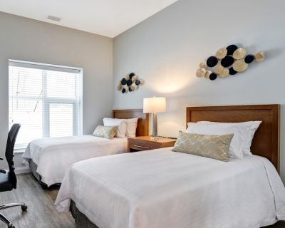 Furnished 2 Bedroom, 2 Bathroom Family Apartment (1 Queen Bed, 2 Twin Beds) - Kanata