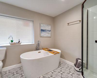Luxury 2Bed\2 Bath\Full Kitchen\Gym and Soaking Tub - Shiloh