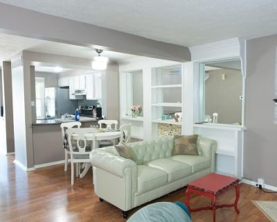 Great location! Trilevel w/King Beds - Indianapolis