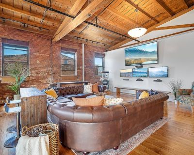 4000 sqft LOFT - Gym | TV Wall | Pool Table and Ping Pong - Norris Square
