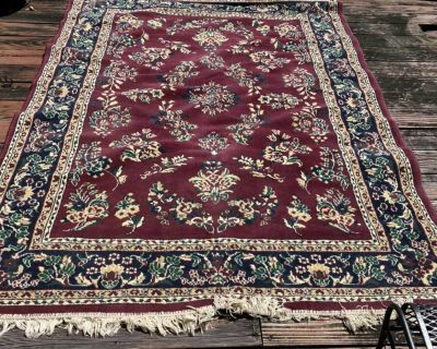 Country and cottage style 7 x 9 square rug