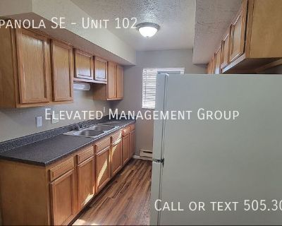Super cute, 1 bedroom, 1 bath with TONS pf closet space! On-Site Laundry, Off-Street Parking