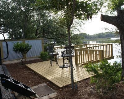 Water Front * Deep Water Dock * Fishing * Spectacular Views * RV Experience - Girvin