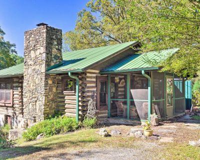 Rustic-Yet-Cozy Cabin w/ Patio, 12Mi to Asheville! - Arden