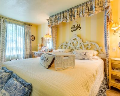 Luxury KING bed & WHIRLPOOL FOR TWO....2nd room with QUEEN BED - Carter Riverside