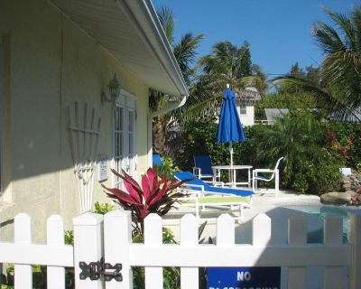 Shell Cottage is a cosy 1 bed cottage sharing a free form pool - Anna Maria