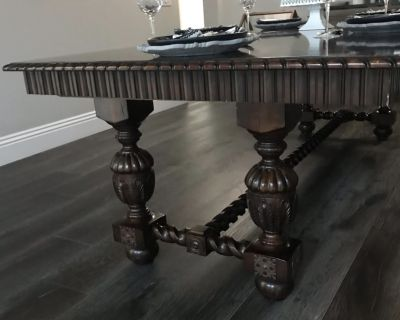 Mahogany Dinning Room Table 4 FT x 9 FT ( Extension adds 3 FT)