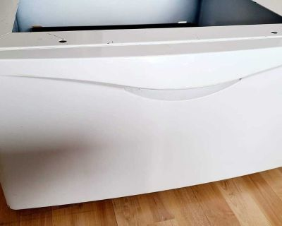 Pedestal for washer and dryer / base pour laveuse ou s cheuse