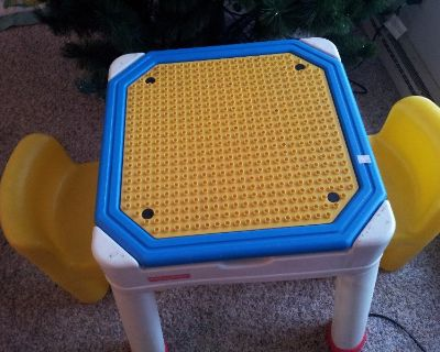 Lego Play Table w/2 chairs