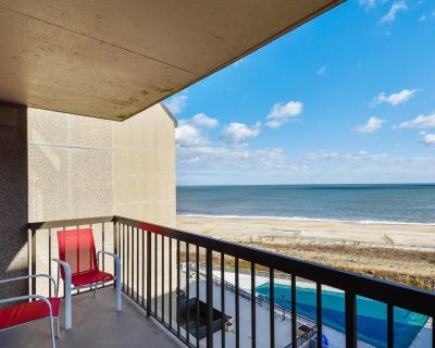 FREE DAILY ACTIVITIES INCLUDED! Seventh floor OCEAN FRONT 3 bedroom, 2 bath updated apartment with awesome beach and ocean views! - Bethany Beach
