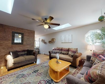 Blue Haven Getaway-Pet Friendly-4 minutes to the Broadmoor and 3 min to Bristol Brewery - Southwest Colorado Springs