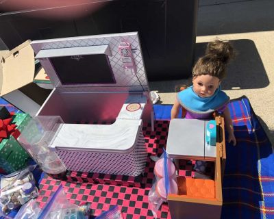Our Generation Girl Doll & Diner / Cafe Playset includes food accessories