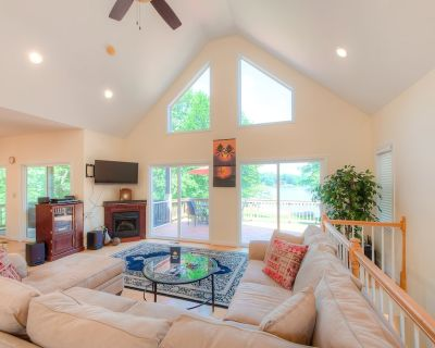 New listing! Lakefront retreat w/ private dock, kayaks, volleyball court & more! - Bumpass