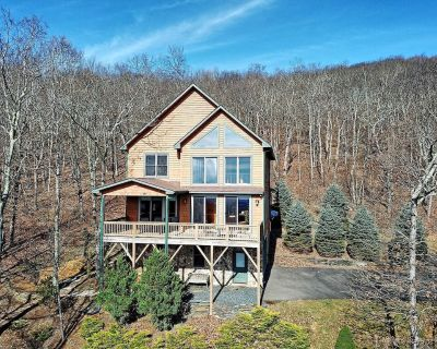 Sky High-Breathtaking Views with HOT TUB, POOL TABLE, WIFI, Close to West Jefferson, Sleeps 10, P... - West Jefferson