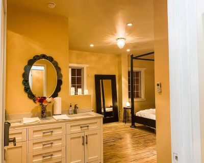 Luxe King Suite, Full Jet Tub - Mid-Wilshire