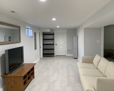 Great Basement Apartment with easy access to Takoma Park, Silver Spring, and DC! - Takoma