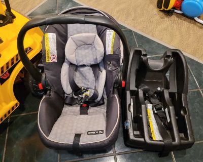 Graco snugride click and go carseat and base