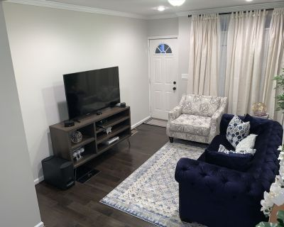 Affordable Furnished LuxuryTownhouse near Stadiums In Baltimore Pig Town. - Pigtown