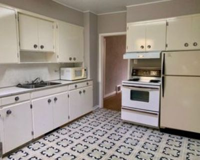 1454 Queen St #1, Regina, SK S4T 4B8 2 Bedroom Apartment
