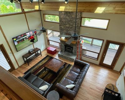 Where Eagles Fly Luxury Country Retreat with Pool - Louisville
