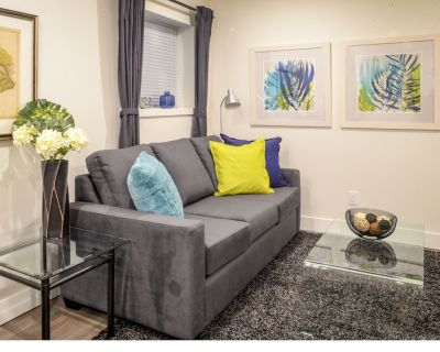 Kitsilano Oasis: Quiet and Spotlessly Clean Garden Suite with King Bed - Kitsilano