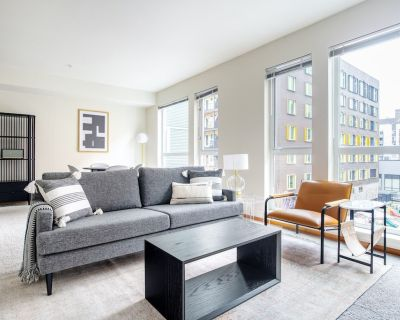 Spacious South Lake Union 2BR w/ Gym, Parking, Roof Deck, by Blueground - South Lake Union