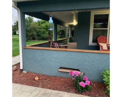 Cozy 3 bdrm home with outdoor bar & beautiful yard - Manchester
