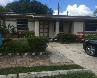 Mohawk Ave. Lee, FL 33916 4 Bedroom House Rental