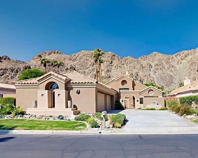 PGA West | Mountain-View Pool & Hot Tub on Fairway | Golf Cart | 3BR - La Quinta