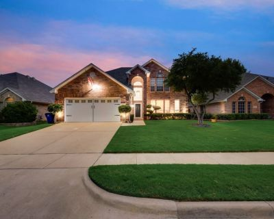 Modern and Luxury DFW Mansion with Backyard OASIS - Fossil Creek