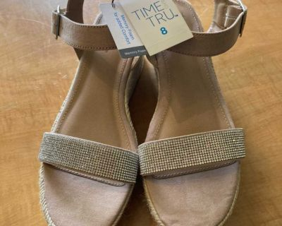 SZ 8 wedge sandals