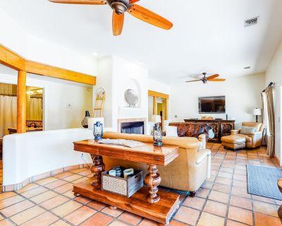 Beautiful Snowbird-friendly Getaway w/ Private Pool, Free Wifi, & gas Grill! - Blenman-Elm
