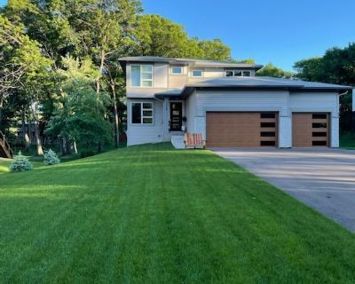 3M Open, new home, 5 min from TPC, practice putting green, Lexus Sedan included - Blaine