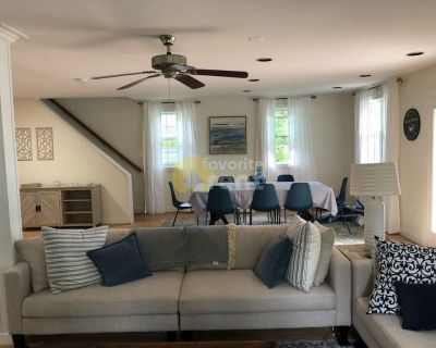 Annapolis 5 bedrooms 3 full baths house with water views